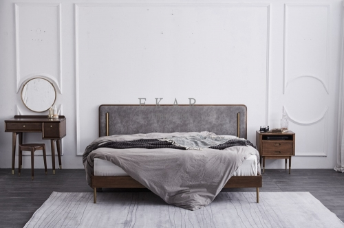 Metal Legs Contemporary Design Queen and King Size Bed